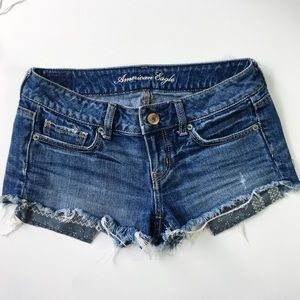 AMERICAN EAGLE OUTFITTERS DISTRESSED DENIM SHORTS